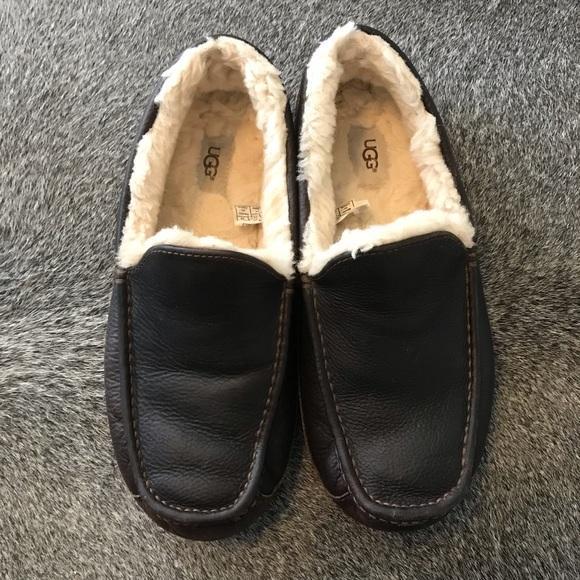 52169ef48fa Men s UGG S slippers ascot size 11. M 5c7587d30cb5aa83331aebb5